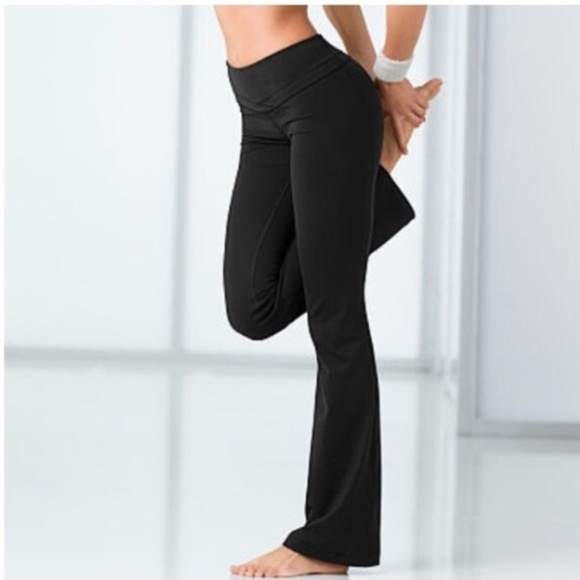 11581dec7a VSX Victoria's Secret flare Short Fit Yoga pants. M_5adf86018af1c530878caf32